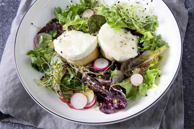 Chèvre chaud auf Jungblattsalat