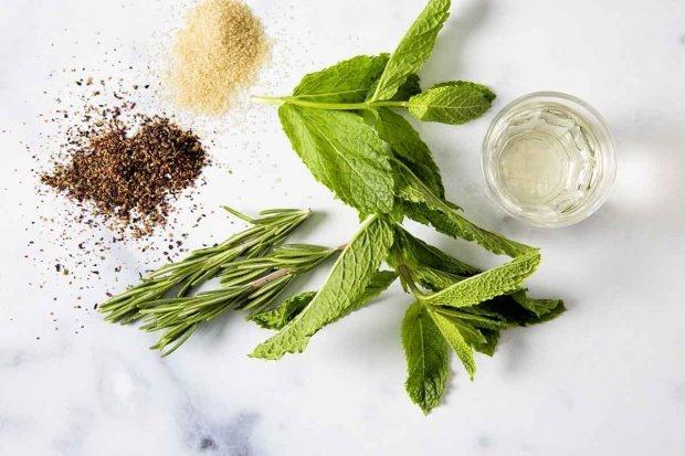 Zutaten für Verjus-Beeren-Eistee