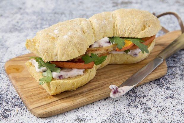 Thanksgiving-Sandwich mit Trute und Cranberries