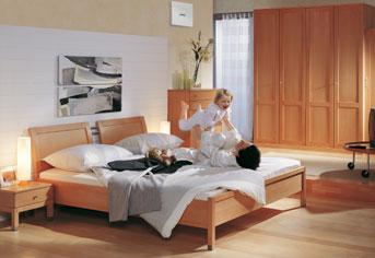 Das Bette sollte sich gemäss Feng Shui diagonal gegenüber der ...