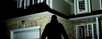 Einbrecher haben Hochsaison, denn herkömmliche Fenster und Türen sind rasch aufgehebelt. Gegen Einbrüche hilft das Nachrüsten von Fenstern und Türen durch einen Profi. Bild © pit-Archiv