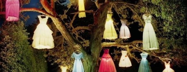 Hingucker zum Thema «Leicht & Sommerlich» gefragt? Diese mit LEDs beleuchteten Sommerkleider werden garantiert niemanden kalt lassen. Bild © www.deavita.com (CC BY-ND 3.0)